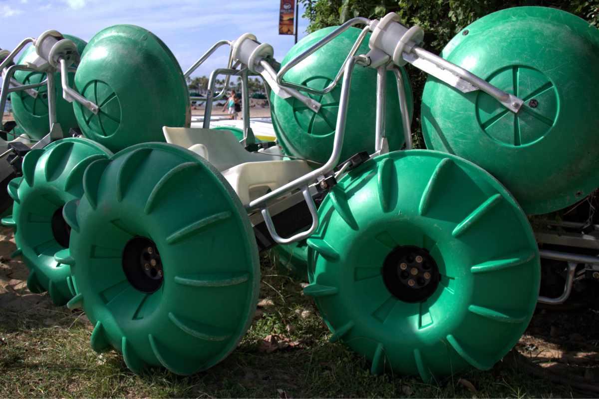 Big wheels, Waikiki Beach, Honolulu, Hawaii